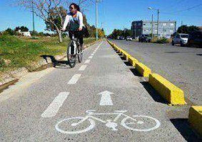 Show de bicicletas en medio de la campaña