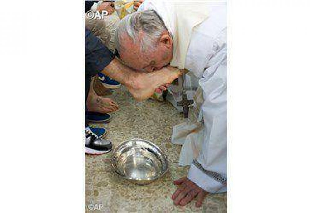 Papa Francisco en la cárcel de Rebibbia celebra la Misa