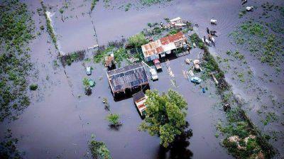 Familiares de víctimas de la inundación en La Plata alertan que están