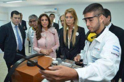 Gobernadora y ministra Débora Giorgi inauguran primera fábrica de Latino América