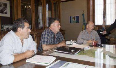El intendente anunció que se mejorará el camino que une a Chillar con 16 de Julio