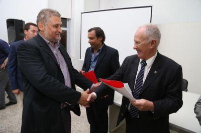 Raúl Lamberto entregó aportes para videovigilancia a 30 localidades