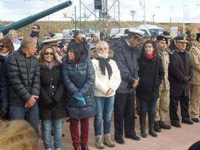 En el Monumento a los Caídos, se realizó el acto y el tradicional desfile cívico militar. Acto por el 33° aniversario de la gesta de Malvinas en Río Grande