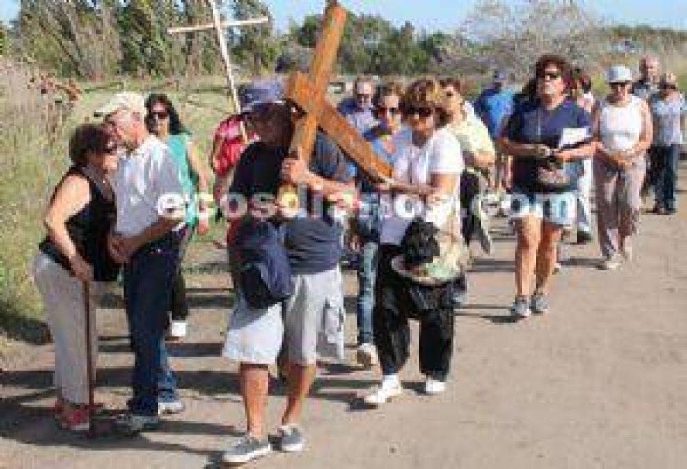 Se realizó ayer el Vía Crucis por la ribera del Río Quequén