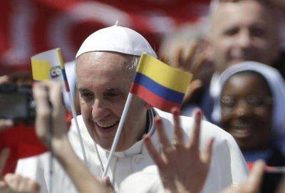 Paz en Colombia debe reparar el daño a las víctimas: Papa