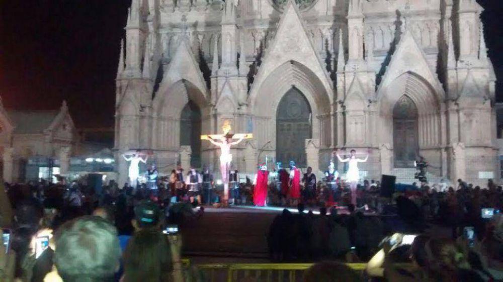 """Se realizó el """"Vía Crucis Viviente"""" por las calles de Luján"""