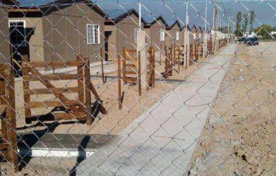Relocalizan en prefabricadas a las primeras familias que vivían a orillas del Arroyo El Gato