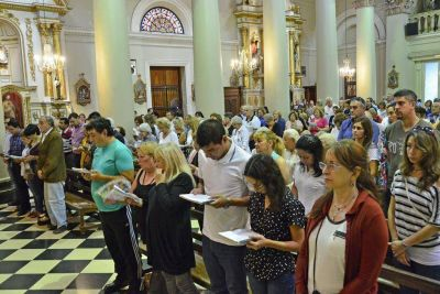 Andreotti asistió a la misa de Pascua de la Parroquia Nuestra Señora de Aránzazu