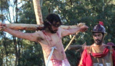 Ante una multitud, se llevó a cabo el Vía Crucis viviente de Claromecó