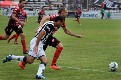 El Rojinegro perdió la brújula en Mendoza