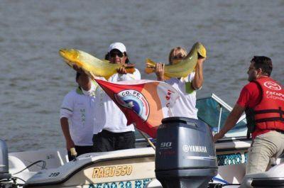 M�s de 230 pescadores se largaron a la b�squeda del dorado en el Paso