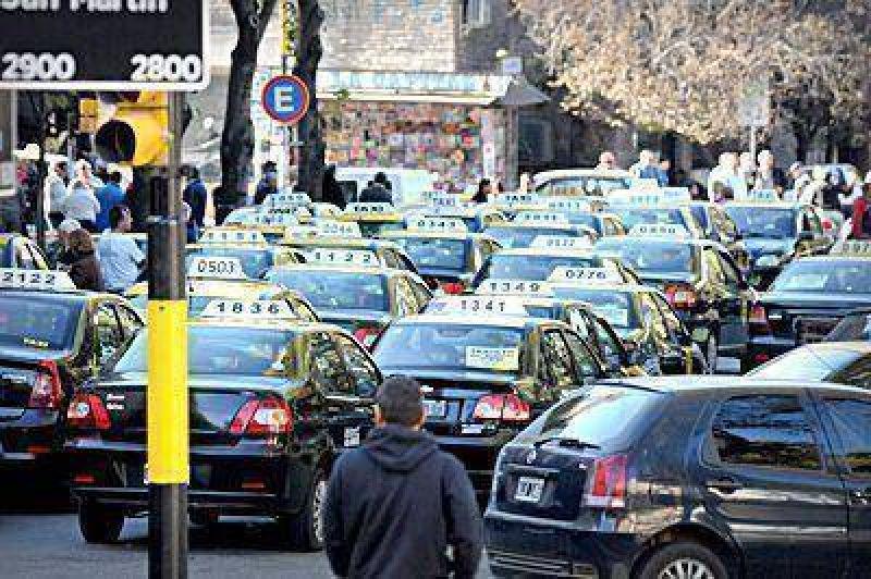 Protesta de taxistas contra la instalación de mamparas y GPS