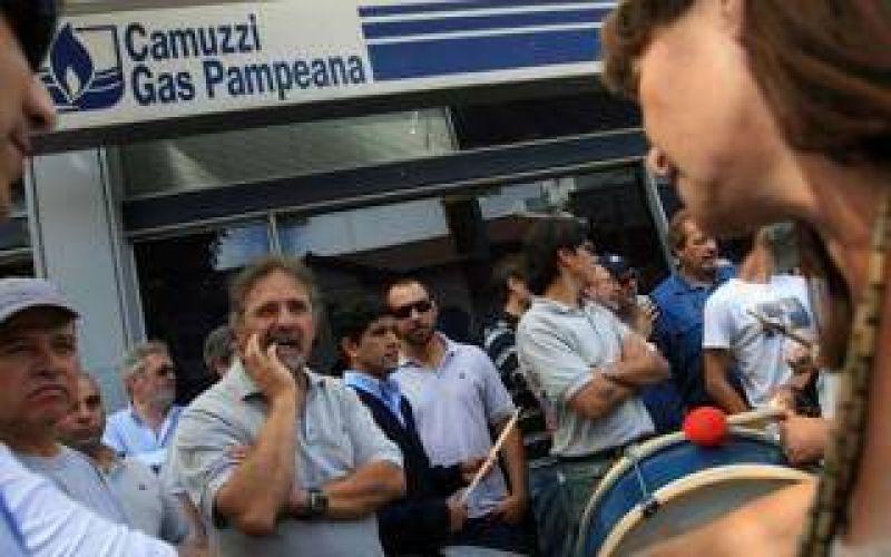 Empleados de Camuzzi realizan paro por 48 horas