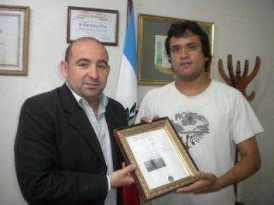 Entregan plaqueta al intendente Mirolo