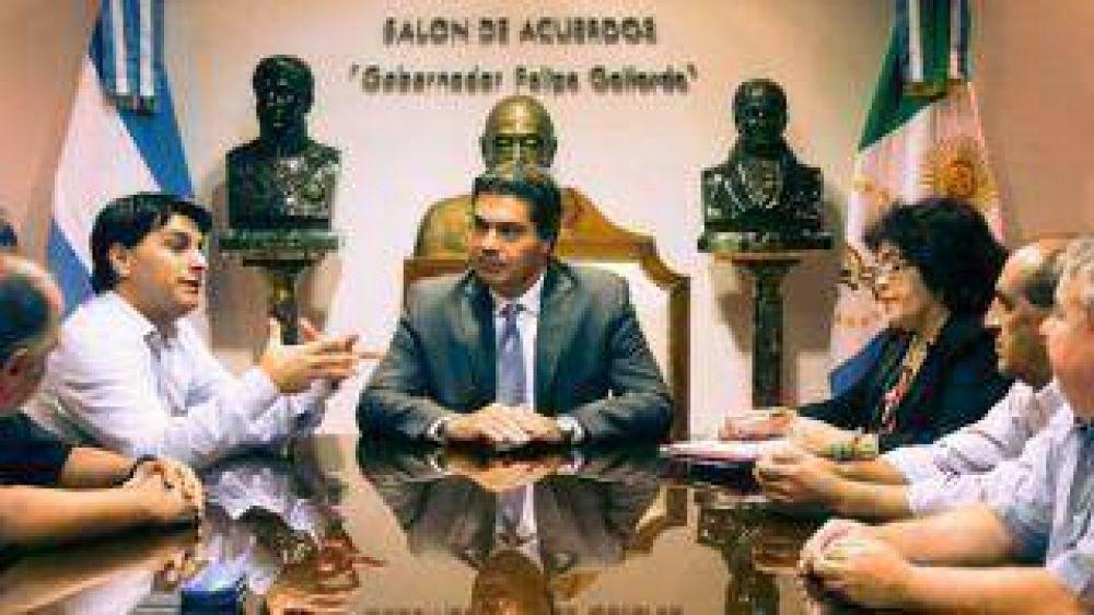 El Poder Judicial firmó con el Ejecutivo un plan de equiparación de haberes
