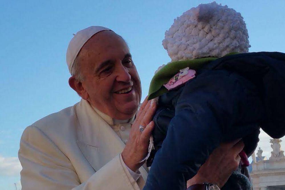 """Papa Francisco: """"No descarguemos sobre los niños nuestros errores"""
