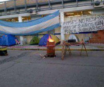 Protesta en la puerta de ANSES