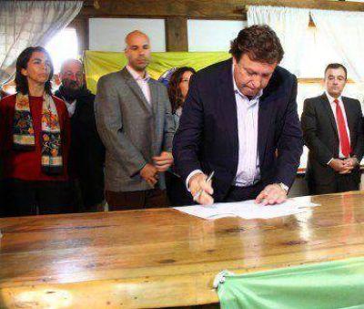 Weretilneck entregó en Bariloche nueva flota de vehículos al SPLIF