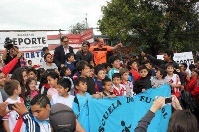 """La Municipalidad de San Salvador compartió una nueva jornada por el día de la actividad física junto a Ariel """"el Burrito"""" Ortega."""