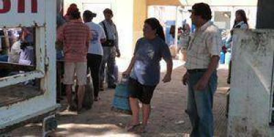 En tres puntos de la ciudad vend�an ayer garrafas de gas a 87 pesos