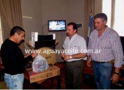 Concejo Deliberante: Cordeviola compró cuatro computadoras completas