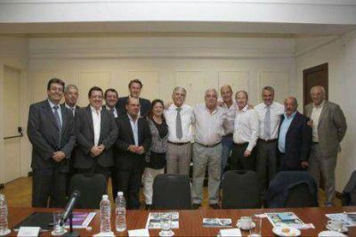 Los intendentes de Guaminí y Tres Lomas con el ministro Julio De Vido