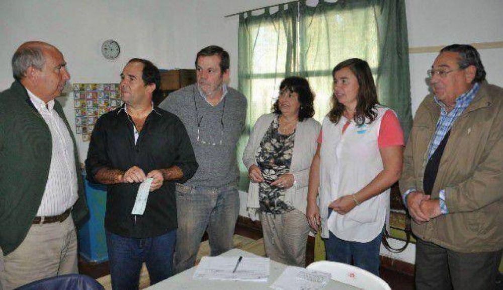 Entregaron subsidio a la Escuela Nº 11 de Claromecó