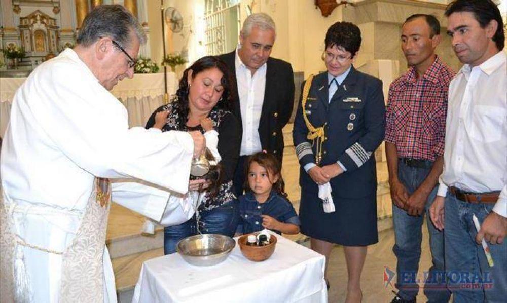 Con madrinazgo presidencial una decena de chicos correntinos fueron bautizados