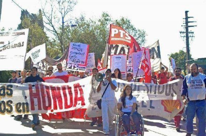 Trabajadores despedidos de Honda protestaron frente a la planta de Florencio Varela