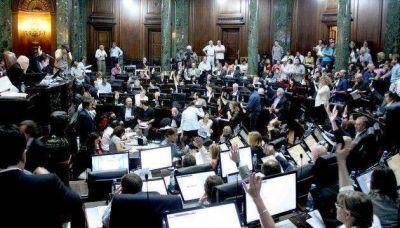 Tras una pausa de tres semanas, la Legislatura volvió a sesionar