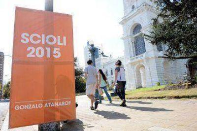 Elecciones: sin lanzarse, ya largó cartelería