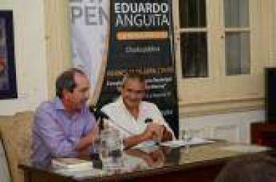 Eduardo Anguita habló en el Complejo López Merino