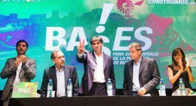 Bossio respondió a la foto Domínguez-Mussi, mostrándose con intendentes