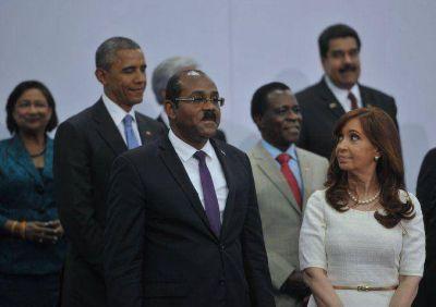 Mirá las fotos del espontáneo saludo entre Cristina Kirchner y Barack Obama