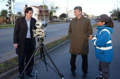Implementan controles de velocidad con radares