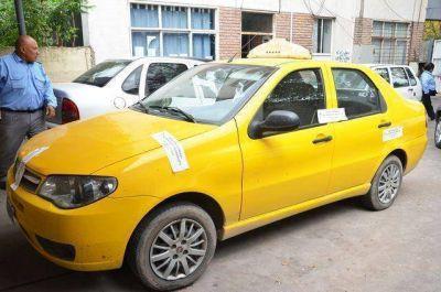 Realizaron operativos para controlar la legalidad del servicio de remises y taxis.