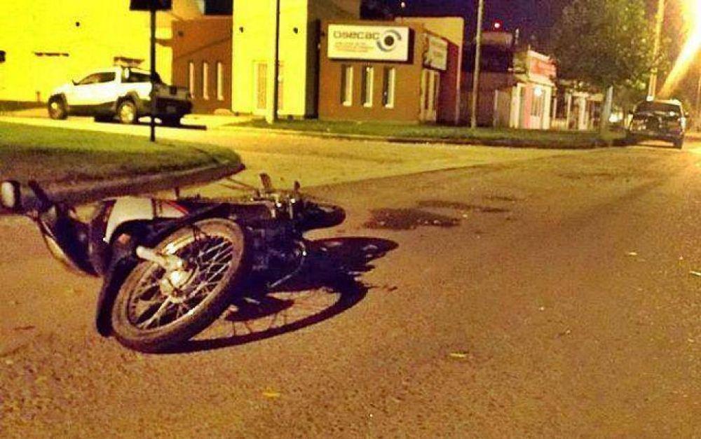 Trágico choque entre una camioneta y una moto en Intendente Alvear: murió un joven de 21 años