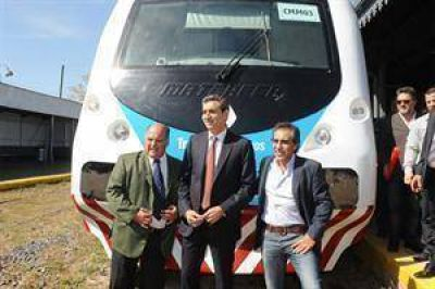 Florencio Randazzo presentó un nuevo tren que unirá Capilla del Señor con Victoria con formaciones 0km nacionales