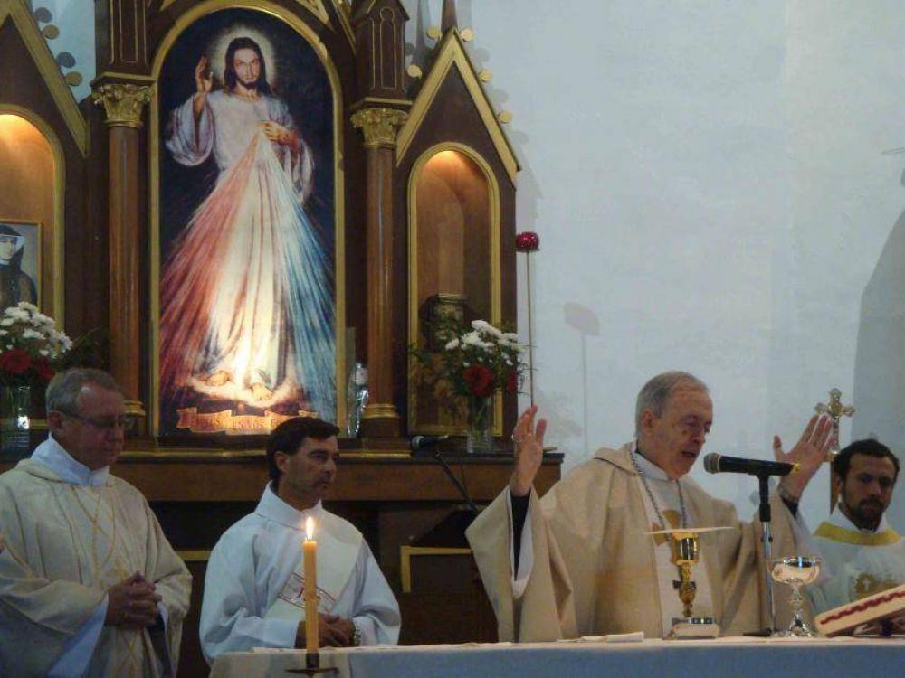 Mons. Marino celebró las patronales del Santuario Jesús Misericordioso
