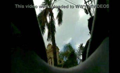 En Jujuy un hombre se dedica a filmar debajo de las faldas de las jujeñas que caminan en la calle y sube los videos a internet