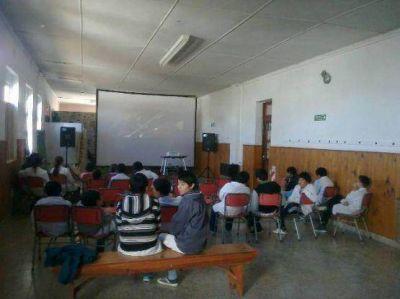 El Cine Móvil del INCAA inicia su recorrido por las escuelas rurales de Santa Cruz