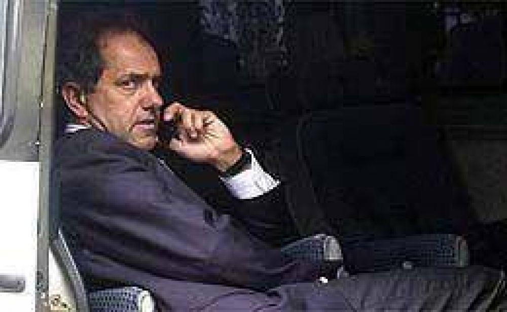 Scioli le ofrecería cargos del gobierno provincial a la oposición