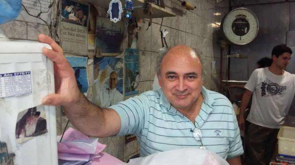 Argentina. En el tradicional barrio de Once hace 40 años conviven Pesaj y Pascuas en una pescadería que se ganó la confianza de la comunidad judía