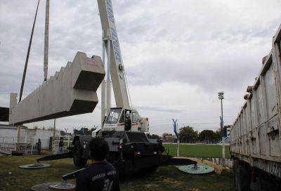 A la espera de la ejecución de las bases, llegaron partes de las tribunas para el Estadio San Martín