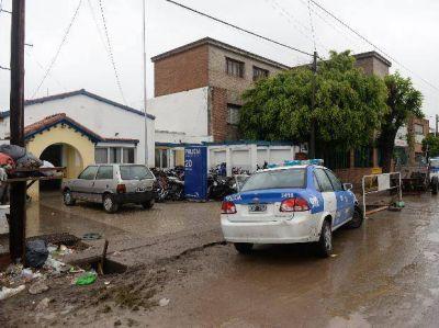 Cinco jóvenes delincuentes fueron detenidos mientras golpeaban y asaltaban a un hombre 72 años