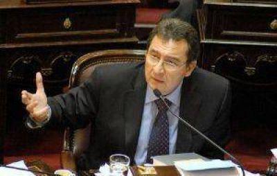 Con críticas, Castillo votó la reestatización de los trenes