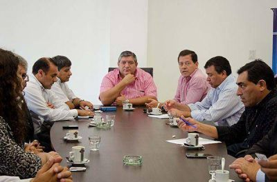 Desde el Foro de Intendentes promueven a Raúl Jalil como candidato a vicegobernador
