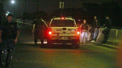 Volvi� la tensi�n a La Salada: un herido grave en un tiroteo entre barrabravas y la polic�a