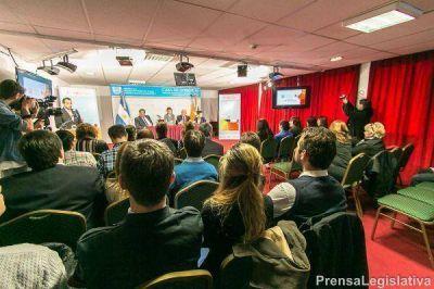 El Ejecutivo provincial, presentó la Tarjeta Joven, destinada a personas de hasta 35 años
