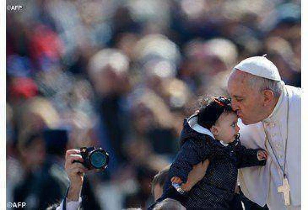 El Papa llama a respetar la dignidad que Dios dio a hombre y mujer